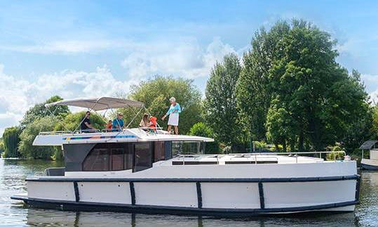 Cruise around Belgium aboard a 44' Motor Yacht with 4 Cabins in Brugge