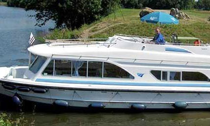 """37ft """"Tango"""" Canal Boat Charter in Thames, England"""