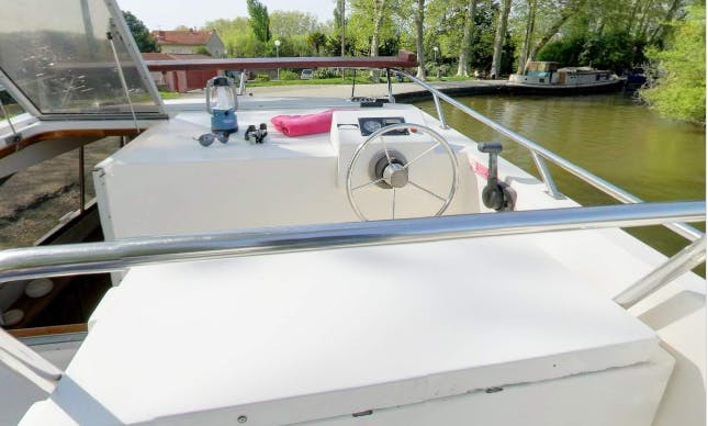 Explore the Magnificent Canal de Bourgogne on a Countess Boat