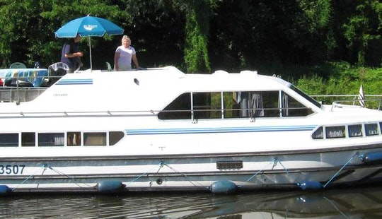 See The Stunning Beauty Of Charente River - Book A Boat Cruise For 6 Person!