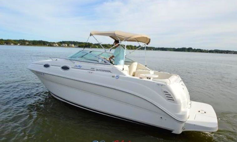 1999 260 Sundancer boat for rent for up to 12 people near Austin
