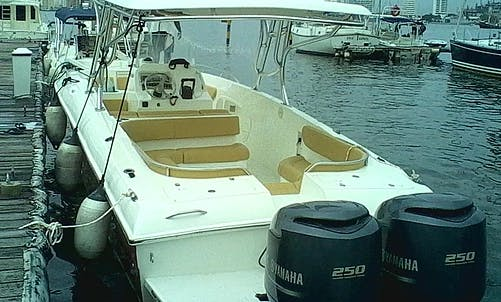 Cruise along the coast of Cartagena with this Bravo 38 Center Console