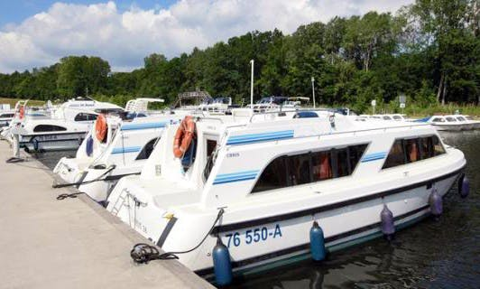 Enjoy the Lake Resort of Gondrexange on a Canal Boat