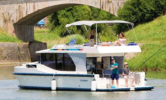 The Southern Rideau Cruise In Ottawa Aboard The 38' Canal Boat For 5 Person