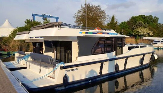 The Tay Canal Short Break Boat Cruise For 10 Person In Ottawa, Ontario