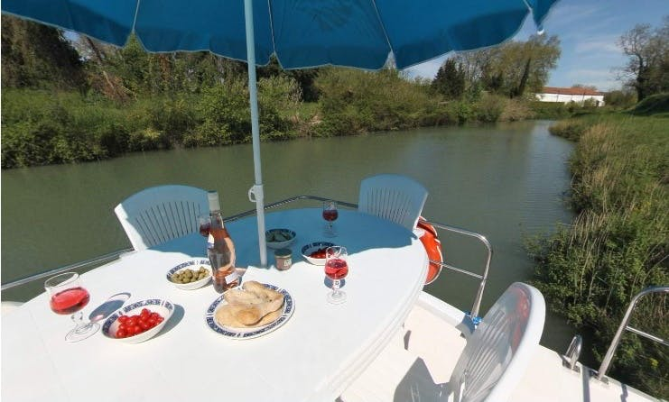 Fantastic Great Wines and Castles Long Break Cruise | 33' Canal Boat for 8 Person