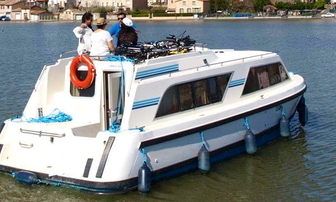 The Yonne Short Break Boat Cruise aboad a 4 Person Canal Boat!