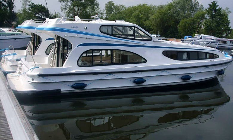 """Enjoy a Heart of the Midi Cruise on a """"Caprice"""" Canal Boat"""