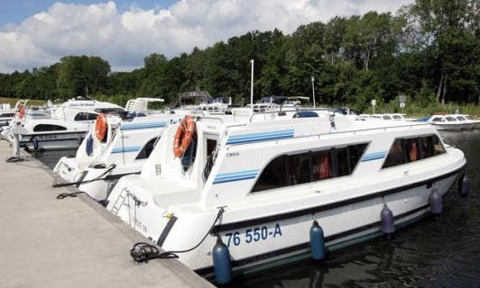 "Enjoy Meridonial Cruise on a ""Cirrus A"" Canal Boat"