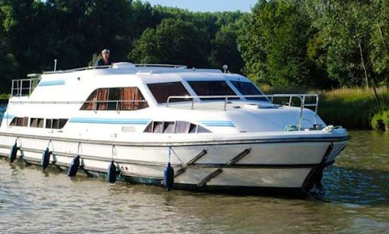 42' Canal Boat For 8 Person | Book The Midi-robine Cruise In Canal Du Midi, France