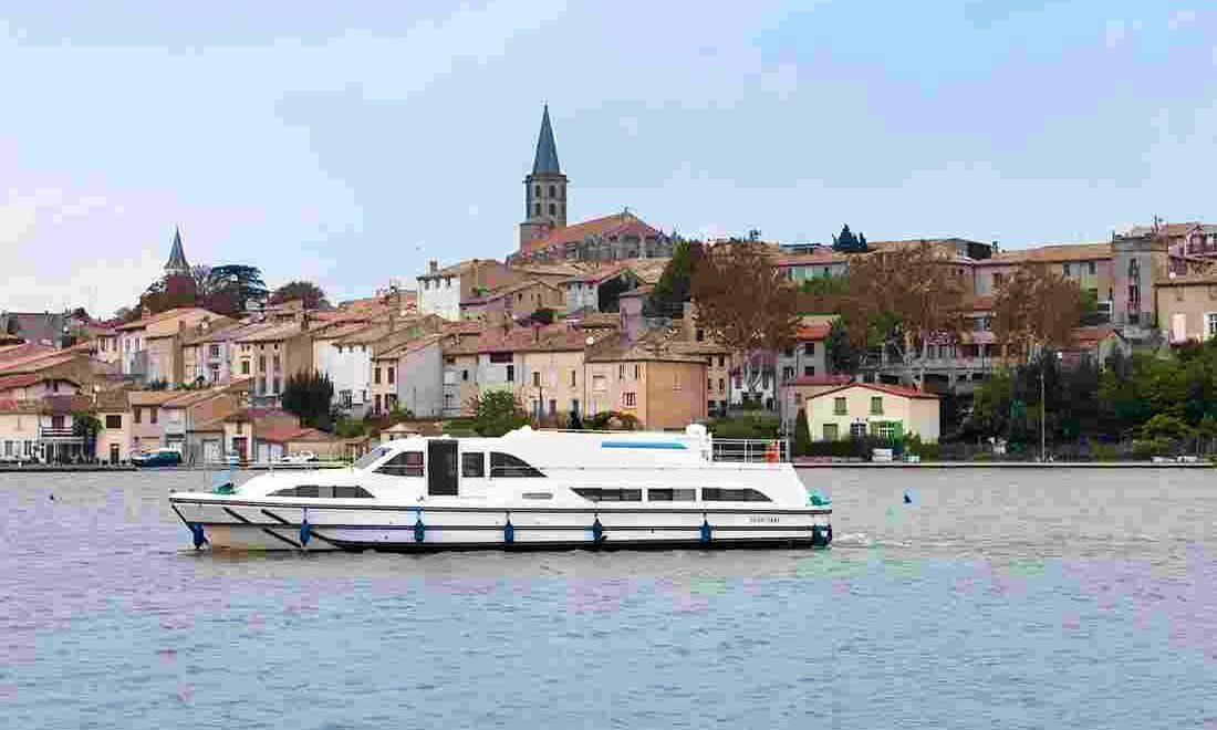 47' Canal Boat for 10 Person   The Napoleon Cruise in Burgundy, France