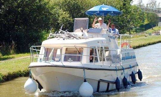 29' Canal Boat for 5 Person |  The Nevers and Sancerre Cruise in Loire Valley, France
