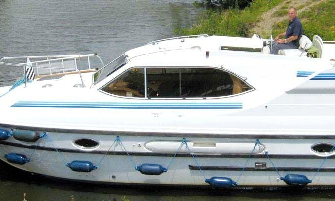 The Auxerre Short Break Boat Cruise for 5 Person in Nivernais, France