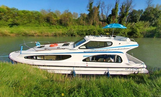 The Cathar Short Break Cruise Aboard The Beautiful 39' Canal Boat In Canal Du Midi, France
