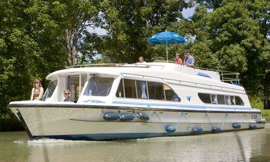 """""""Salsa A"""" Luxury Canal Boat Cruise in Aquitaine, France"""