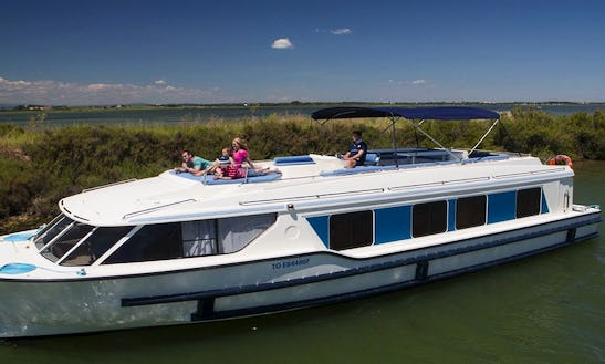 49' Canal Boat For 9 People To Cruise On Brittany Waterways In France