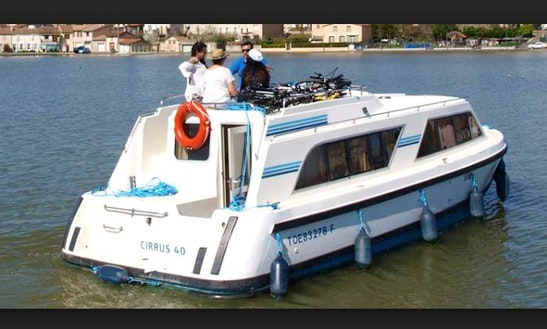 29' Canal Boat With 4 Cabins Available To Cruise In Camargue, France