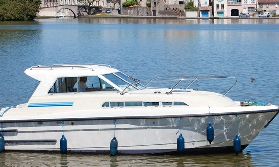 30' Canal Boat For 3 Person For Hire In Nivernais, France