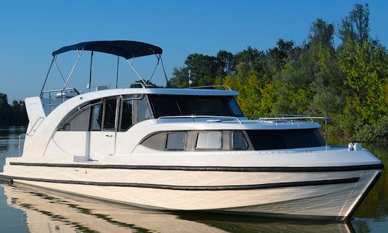 Hire 44' Canal Boat For 10 Person In Aquitaine, South West Of France