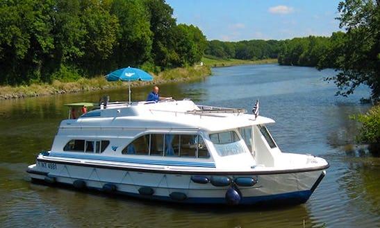 Fantastic Boating Holiday In Jabel, Germany