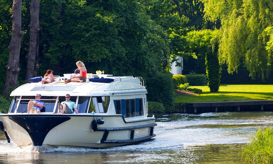Hire a 49' Canal Boat for 9 Person in Burgundy, France