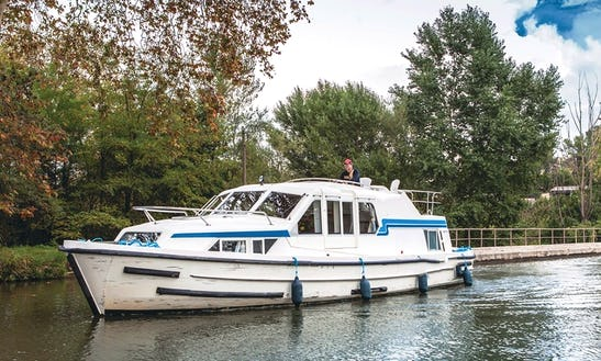 Perfect Boating Experience With A Canal Boat For 4 Person In Brittany, France