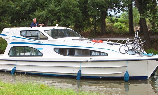 Hire And Stay Aboard A 39' Canal Boat For 6 Person In Aquitaine, France