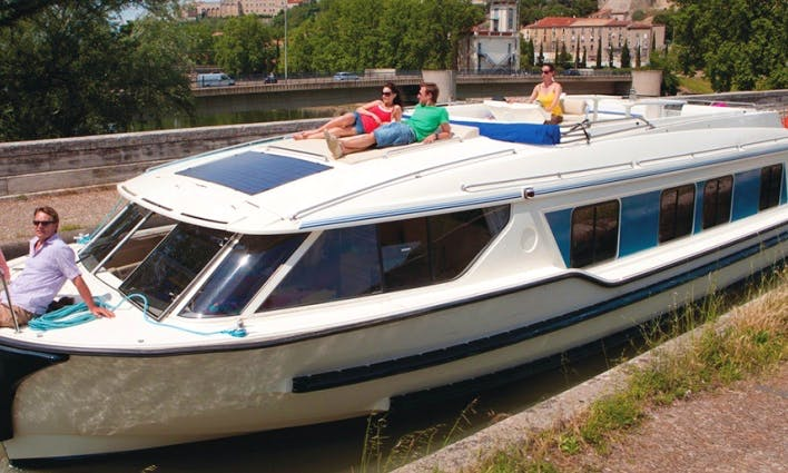 Great Canal Cruise in Nivernais, France for 6 person