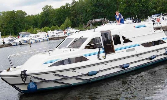 36' Canal Boat For Rent In Berlin, Germany