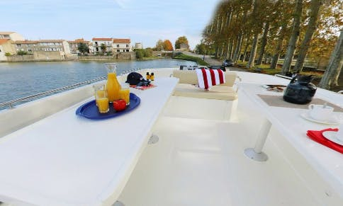 Cruise the Beautiful Rivers of Venice aboard 49' Canal Boat for 9 Person