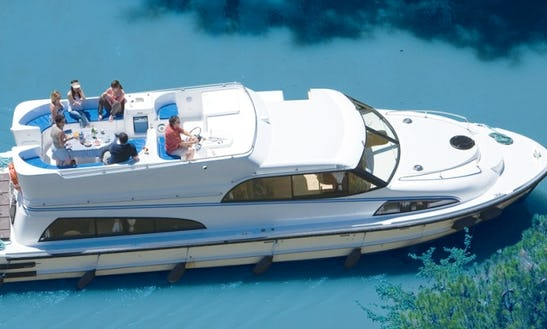 Best Bareboat Canal Boating Vacation In Venice, Italy