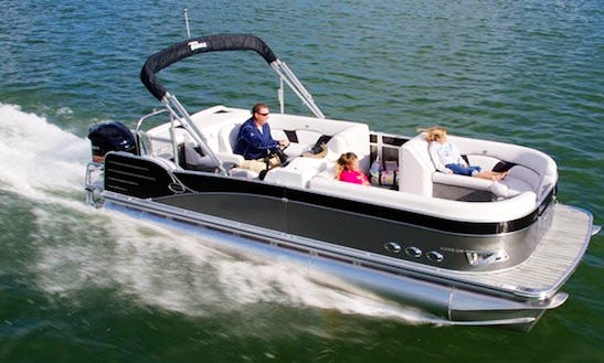 Charter A 20' Pontoon Yacht For 8 Person In Lake Okeechobee, Florida