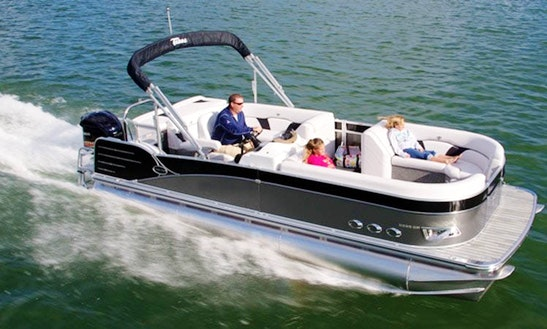 Charter A 20' Pontoon Sailing Yacht For 8 Person In Lake Okeechobee, Florida