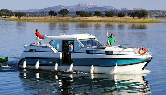 Hire A 36ft 'confort 1100' Motor Yacht In Bellegarde, France