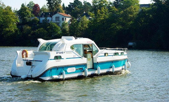 Hit The Water In Style! - Hire This Fabulous Motor Yacht!