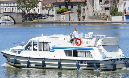 Cruise Over Carrick On Shannon, Ireland With This 42' Well Equipped Canal Boat