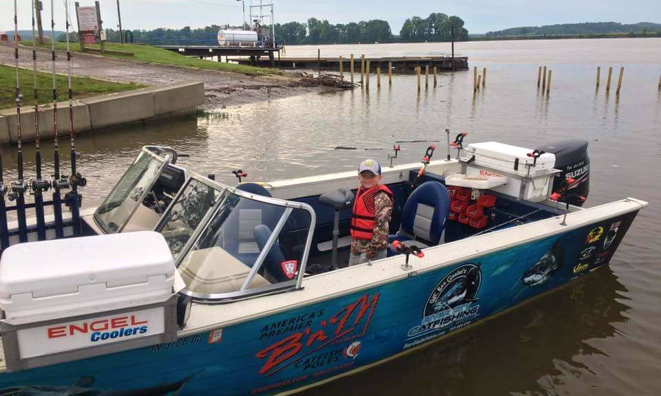Sport Fisherman Fishing Charter for 4 People in Mount Vernon, Indiana