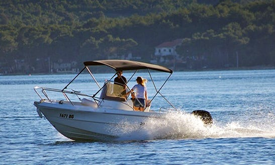 Rent 20' Fisher Deck Center Console In Turanj, Croatia