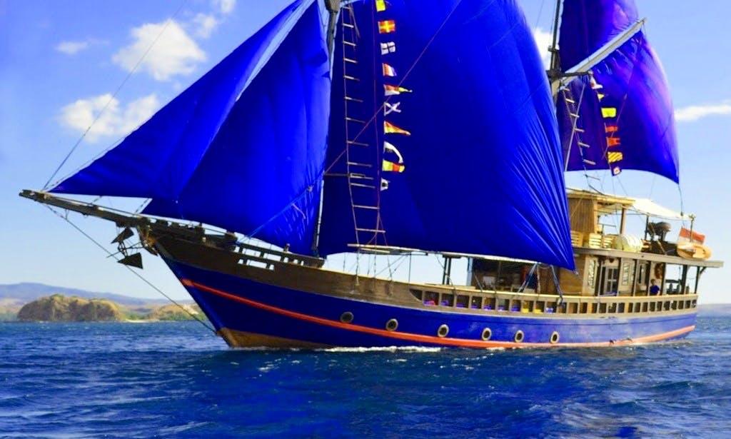 Charter a 11 Person Moana Schooner in Nusapenida, Bali