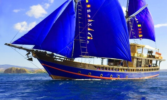 Charter A 11 Person Moana Schooner In Nusapenida, Bali