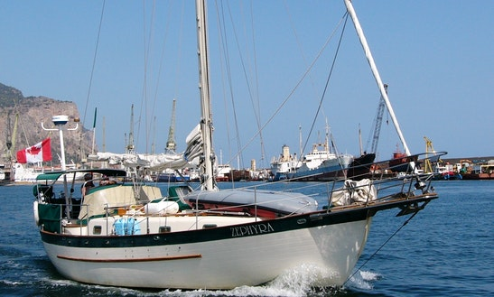 Cruising Monohull Sleep Aboard Rental In Bowen Island