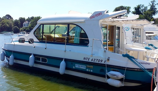 'nicols 1000' Motor Yacht Hire In Venarey-les-laumes, France