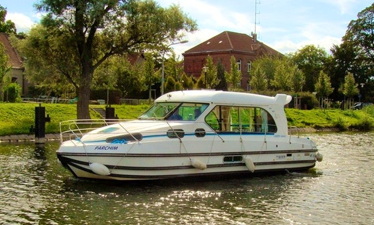 'nicols 1010' Motor Yacht Hire In Venarey-les-laumes, France