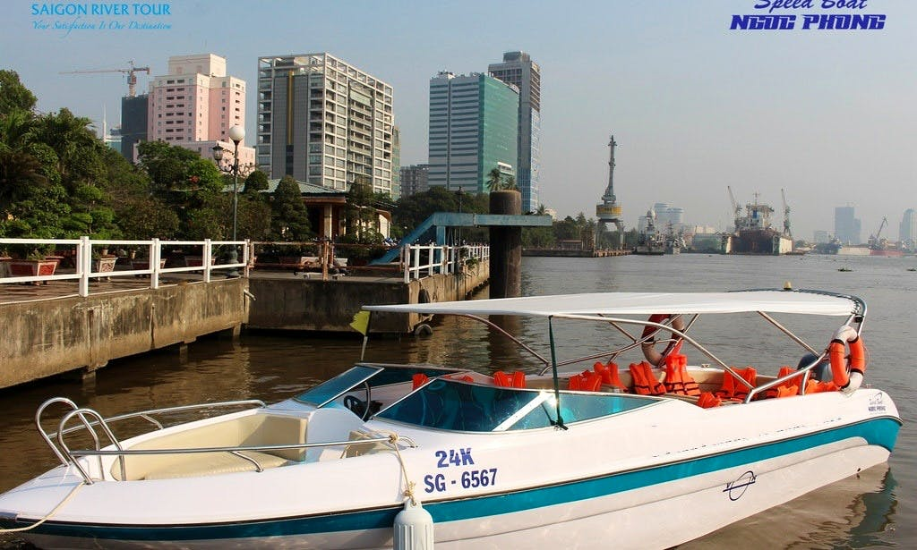 Speedboat with 24 seats