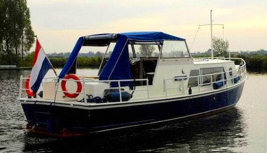 34' Doerak 1050 Ak Motor Yacht Charter In Ijsselstein
