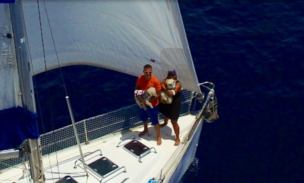 Charter 39' Oceanis 393 Cruising Monohull in Roatan, Honduras