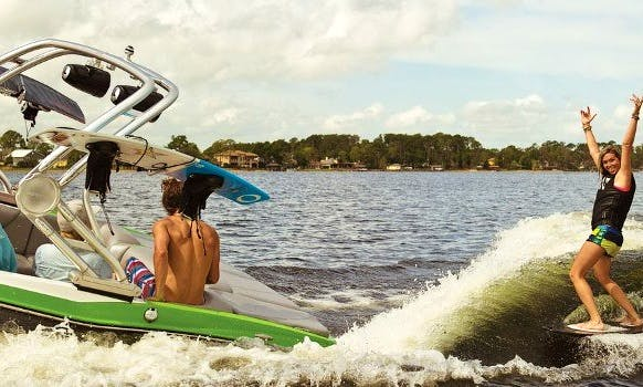 Wake Surf Charter in Bellevue