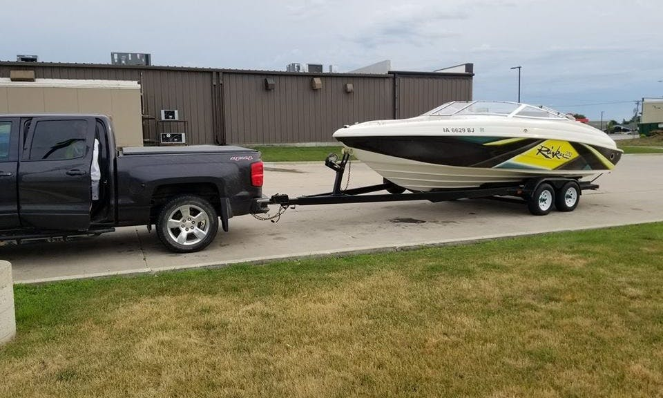 23' Rinker Bowrider Rental in Waukee, Iowa