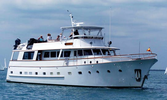 Lady Chateau - Classic Luxury Yacht Rental In South Florida