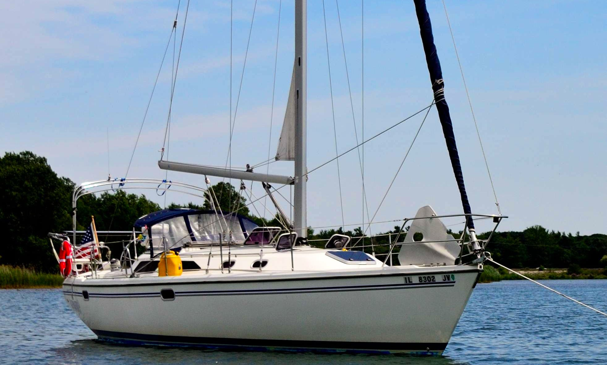 Beautiful Catalina 36 Sailboat w/Professional Captain for Charter in Chicago